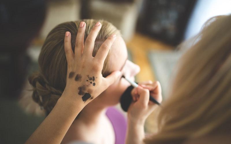 como atender clientes de sobrancelhas
